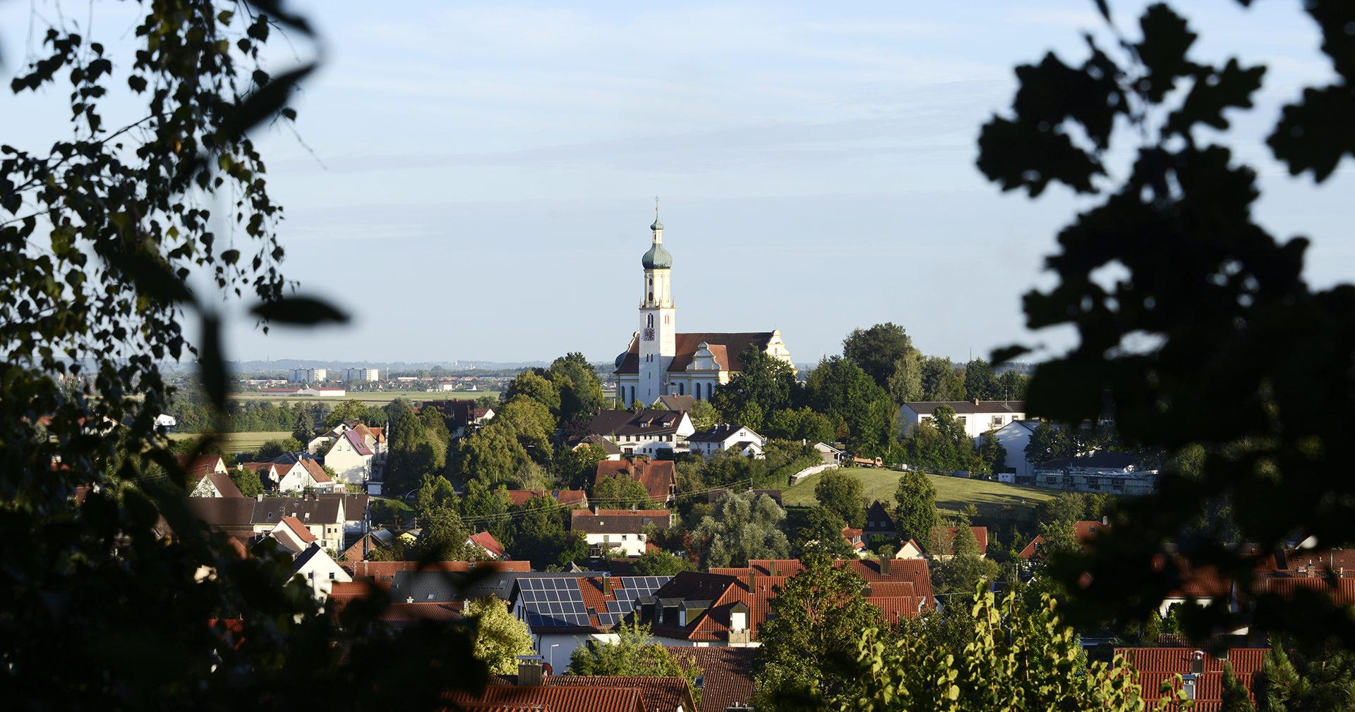 Blick auf die Biberbacher Kirche
