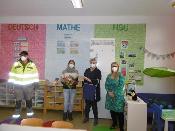 Übergabe der Raumlüfter für die Grundschule Biberbach
